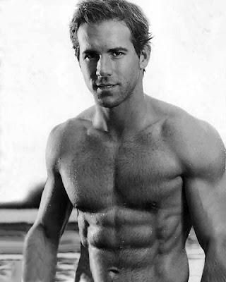 ryan reynolds shirtless. It#39;s sexy Ryan Reynolds!