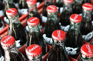 شرب المشروبات الغازية احد اسباب حموضة المعدة