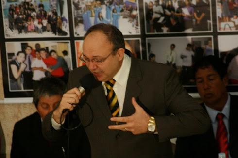 Pastor e Conferencista Alvaro Braun, ministrando a palavra de Deus