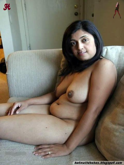 India bhabhi posing nude n fucking private pics indianudesi.com