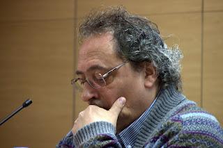 Ferran Planell preparant una lectura