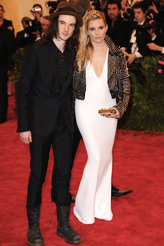 Sienna Miller Tom Sturridge Burberry Vogue Met Ball 2013 Red Carpet