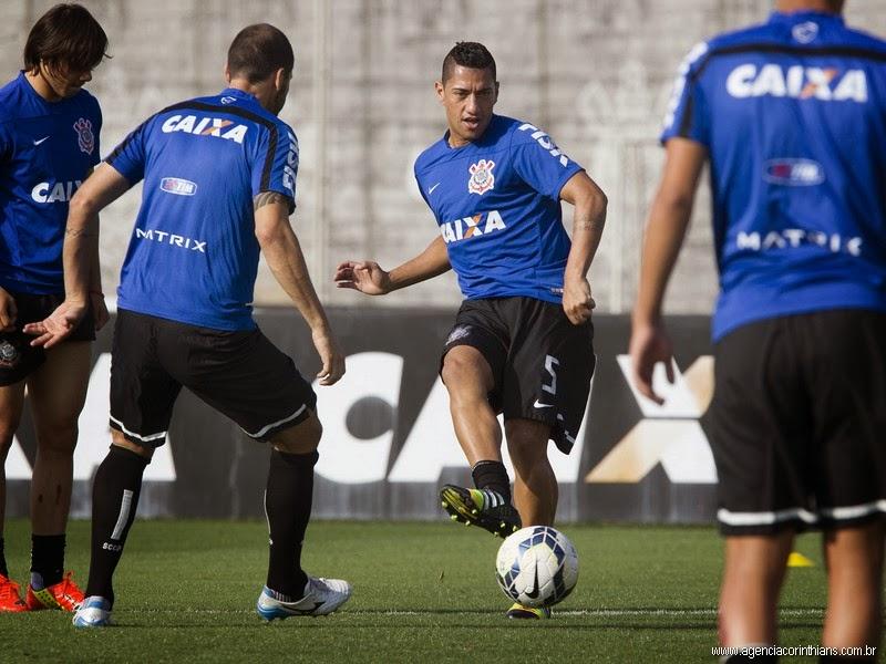 Corinthians treina antes do jogo contra o Bragantino pela Copa do Brasil 2014