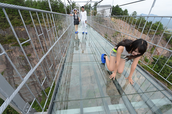 Jambatan Gantung Kaca Terpanjang Di Dunia