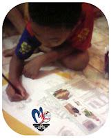 Anak senang corat - coret dan menggambar