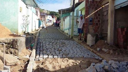 Rua da Esperança em Limoeiro recebe obras de pavimentação