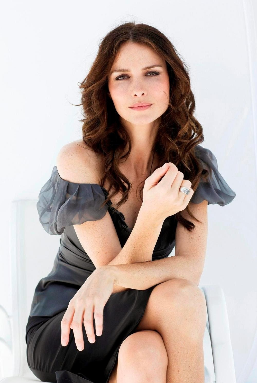 Actress Saffron Burrows Hot Photos