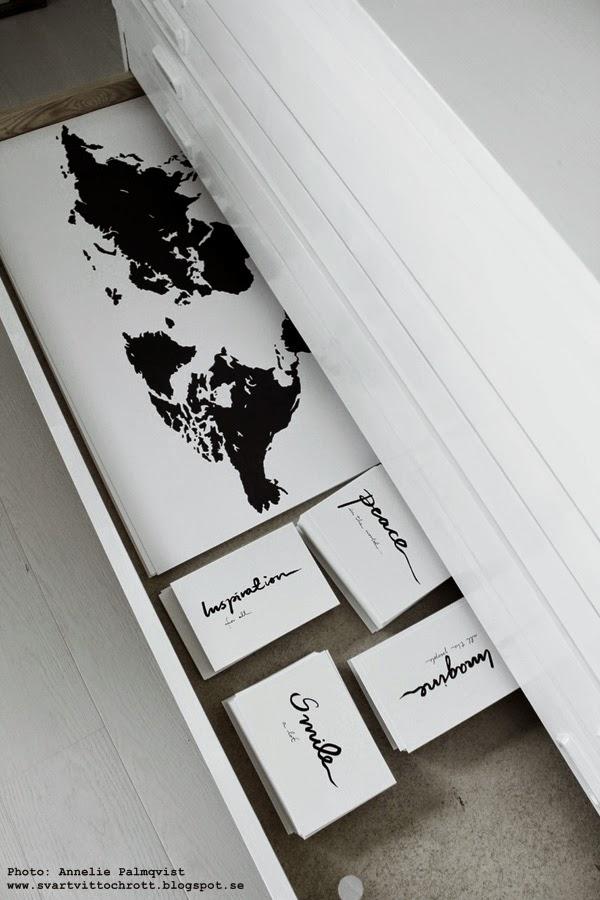 arkivskåp, bukowskis, bukowsk market, stockholm, vitt skåp, förvaring, konsttryck, artprint, artprints, print, prints, poster, posters, svart och vitt, svartvita tavlor, världskarta, världskartor