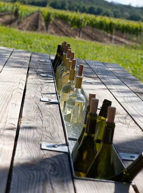mesa con enfriador de botellas