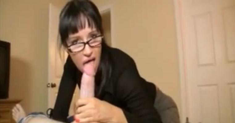 Arkadaşının annesini siken toy  Porno Sex Türk sikiş