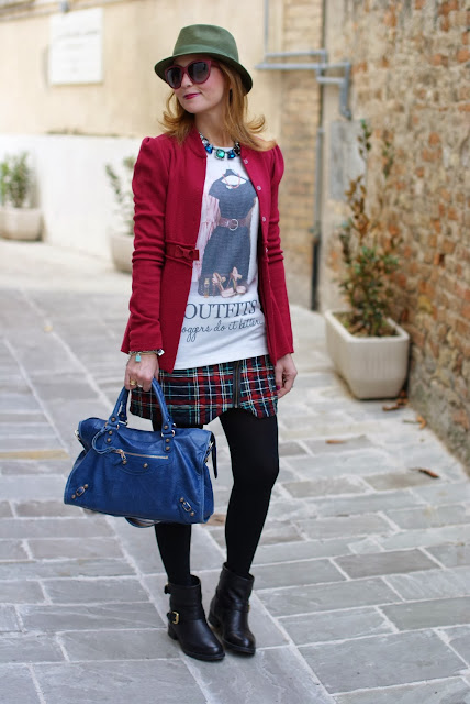 Verysimple Bloggers do it better blouse, Pull&Bear plaid skirt, Balenciaga City blue, Fashion and Cookies, fashion blogger