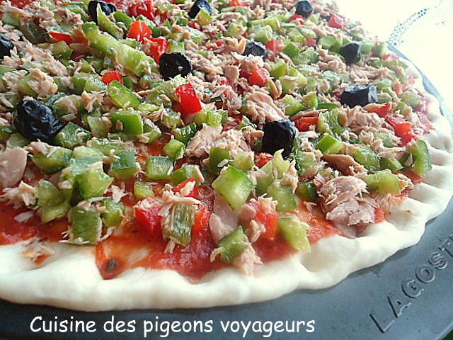 c hier de recettes des pigeons voyageurs pizza aux deux poivrons et au thon. Black Bedroom Furniture Sets. Home Design Ideas