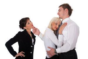 كيف تكتشفين ان زوجك يخونك مع امرأة اخرى - رجل يخون امرأة زوجتة - man cheating on woman