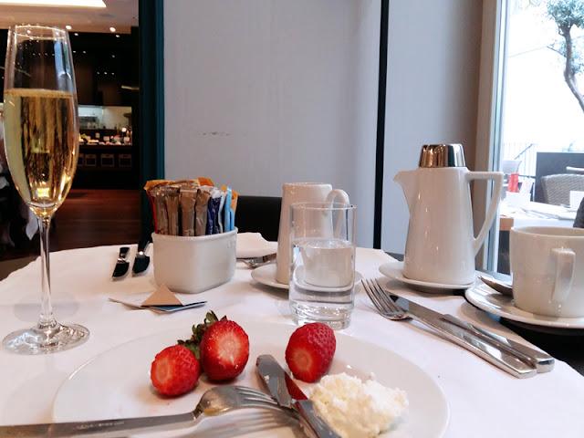 Champagne breakfast | www.stinap.com
