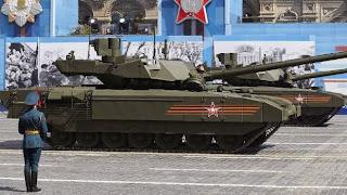 Ρωσικά Τ-14 Armata τεθωρακισμένα παρελαύνουν στην Μόσχα.