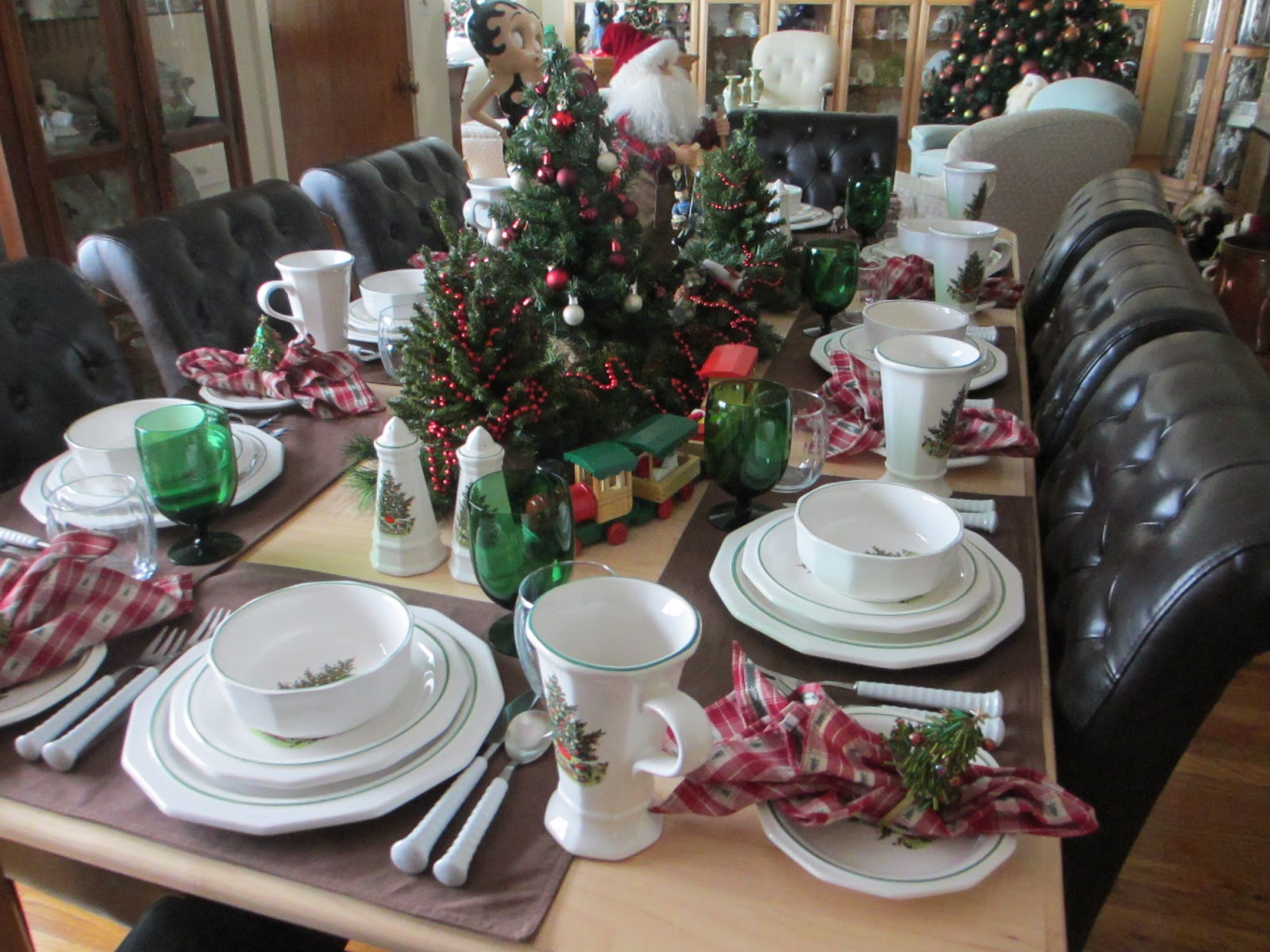 Christmas Breakfast Tablescape with Pfaltzgraff & The Welcomed Guest: Christmas Breakfast Tablescape with Pfaltzgraff