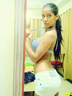 Poonam Pandey 2012 Twitter Hot Photos