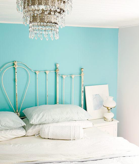 Сиреневый интерьер спальни
