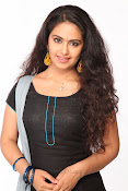 Avika Gor Glamorous photos in saree-thumbnail-1
