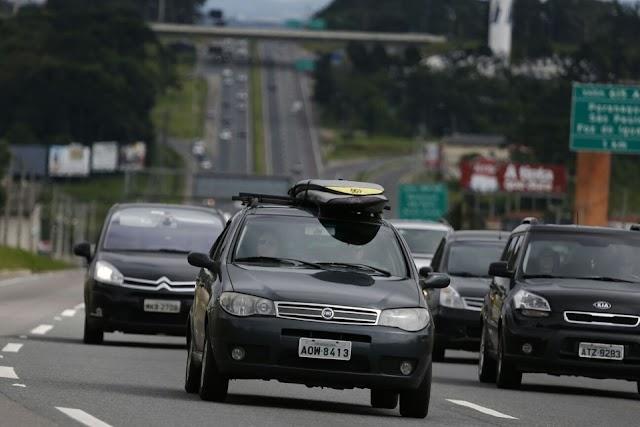 Temperaturas altas devem movimentar as rodovias que ligam Curitiba no fim de semana