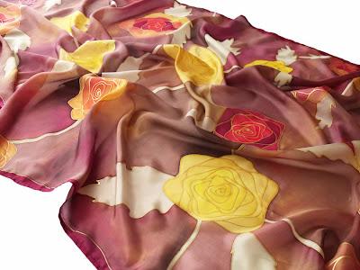 Karácsonyi ajándék nőknek - kézzel festett rózsás selyem stóla