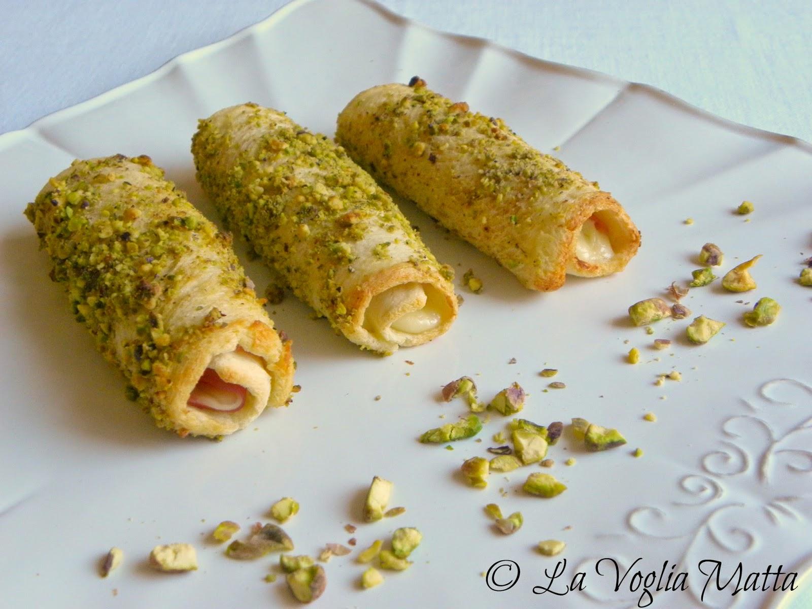sigari al prosciutto e formaggio  con granella di pistacchio