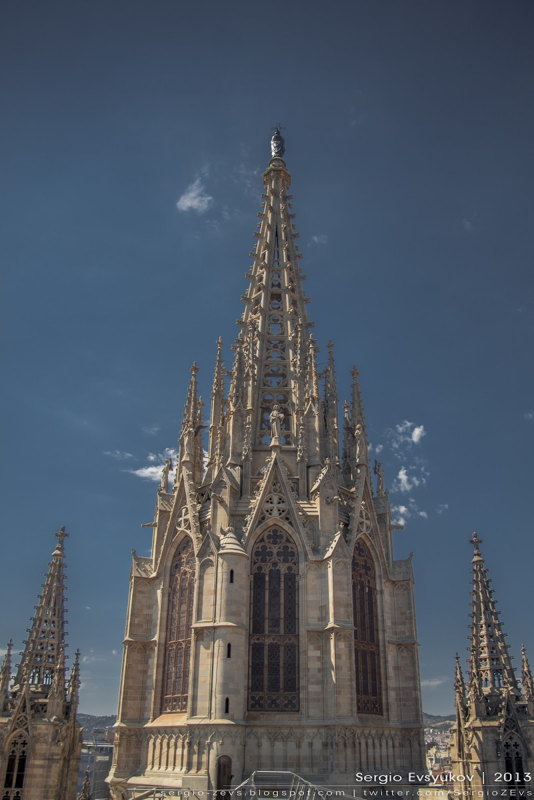 Главная башня Кафедрального собора Барселоны