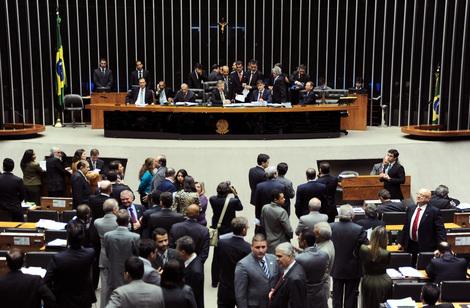 Brasil: DILMA COLECIONA VITÓRIAS NO CONGRESSO E TERÁ OPOSIÇÃO ACUADA