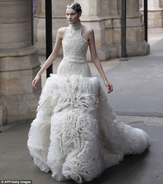 Sarah-Burton-Wedding-Dress