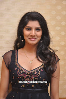 Joshna latest hot photos