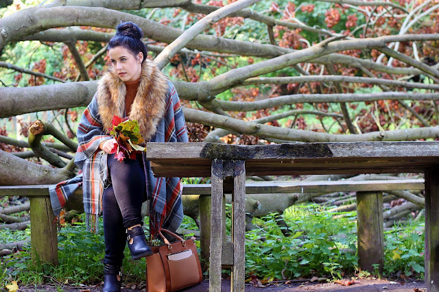 autumn outfit inspiration autumnal look cape poncho faux fur