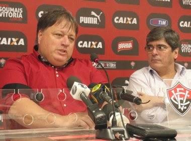 Vitória apresenta Anderson Barros