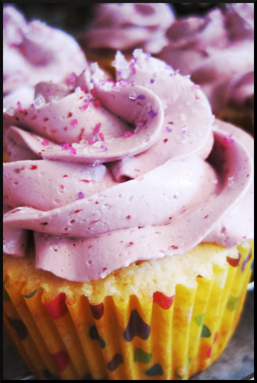 Cara Lee Cupcakes and Cake: Lemon Blackberry Cupcakes