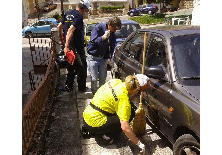 Ο Σύλλογος Καλλιθέας καθαρίζει τους δρόμους! (φωτογραφίες)