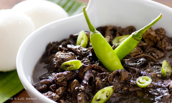 White Puto And Dinuguan With Green Chilies