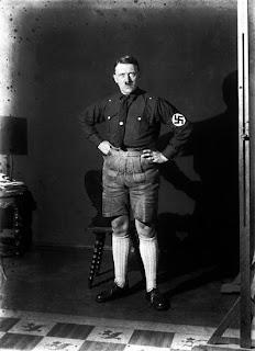 Hitler bercelana pendek