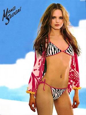 mena_suvari_american_beauty_hot_wallpaper_06_sweetangelonly.com
