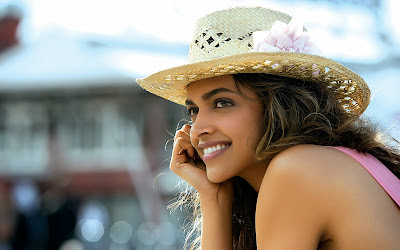 deepika_padukone_in_cocktail_movie