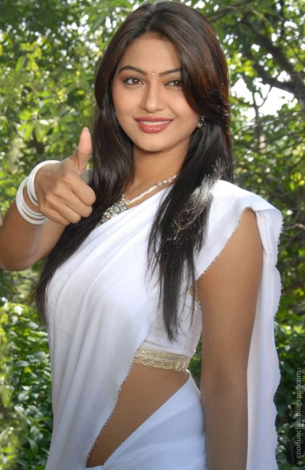 actress kumkum 05 Telugu cinema Actress Kumkum in White Saree