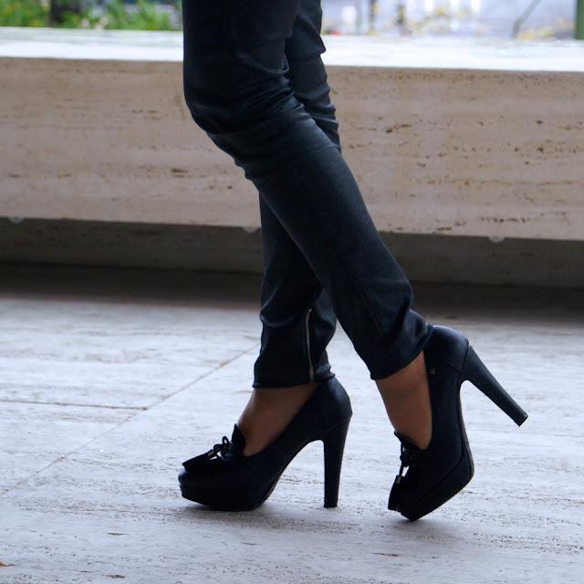 Lacaprichossa - Look Black is beautiful - Sudadera Awita - Bolso Cruciani - Reloj Yanes - Zapatos MARIAMARE