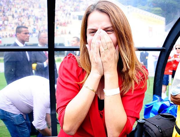 Patricia Amorim chorando