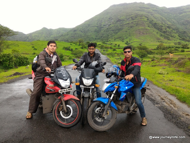 Scenic monsoon bike ride to Malshej Ghat from Pune