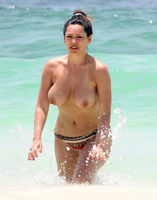Kelly Brook, Topless in Bikini - Cancun, Mexico