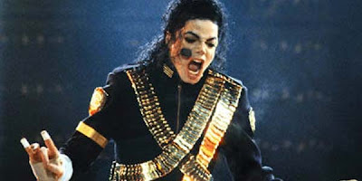 Fans Rusia Saweran Demi Patung Michael Jackson