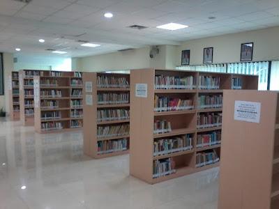 rak buku perpustakaan umum depok