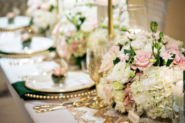 boda en dorado y verde esmeralda
