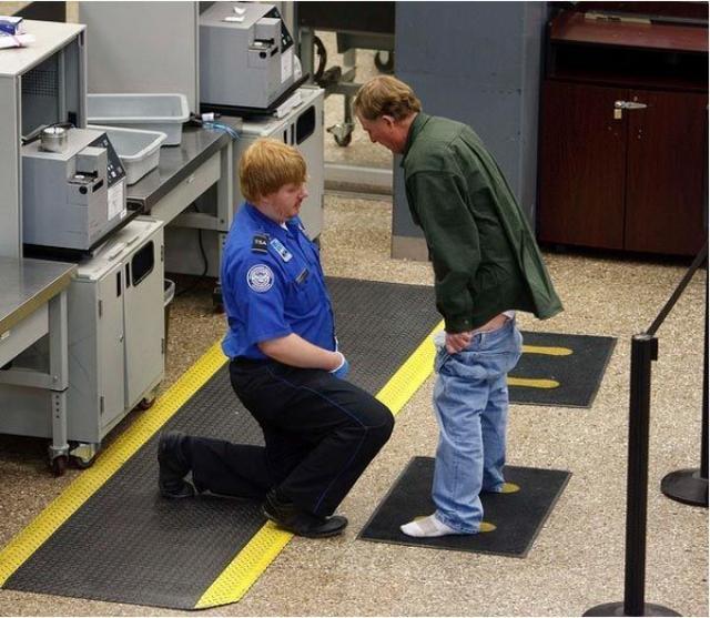 Pemeriksaan Keamanan Bandara yang Sangat Ketat dan Berlebihan -3