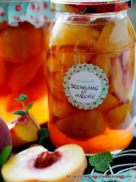 brzoskwinie w lekko słodkiej zalewie , brzoskwinie jak z puszki , domowej roboty , zrób sobie sam , brzoskwinia , syrop cukrowy , kompot z brzoskwiń , na zimę , do słoików , słoiki , moja spiżarnia , domowe przetwory