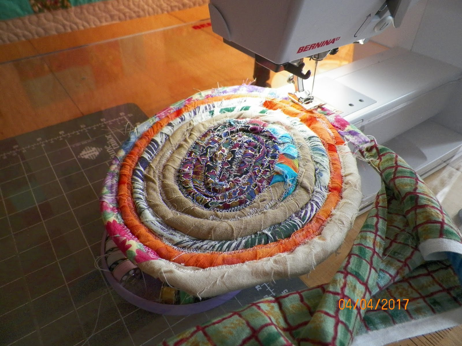 SCRAP RUGS/ TABLE MATS