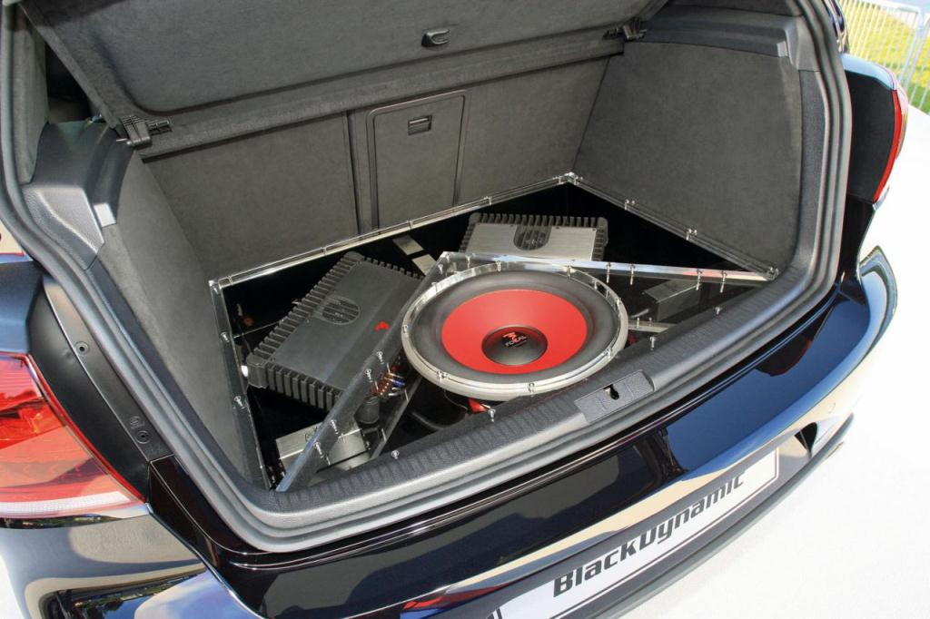 Volkswagen+Golf+GTI+Black+Dynamic+3.jpg